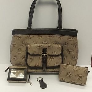 Beautiful  Dooney&Bourke East/West shoulder bag